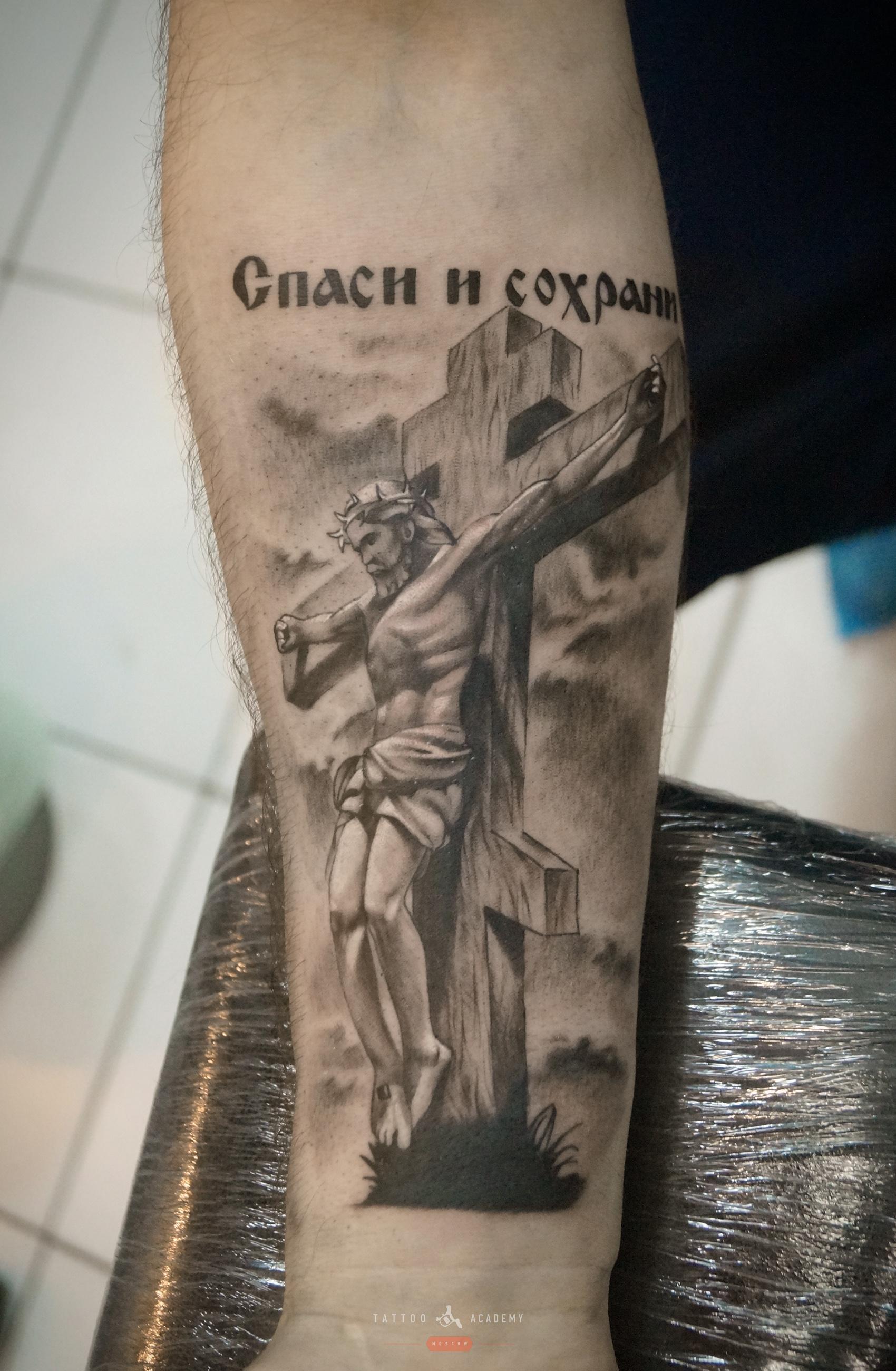 Тату надпись с крестом фото